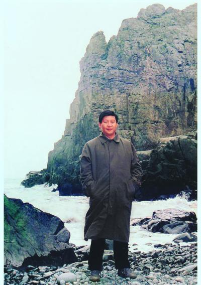 上世纪90年代初,习近平总书记(时任福州市委书记)在平潭调研。
