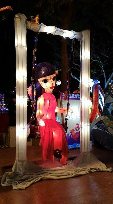 """红衣小女孩花灯。(图片来源:台湾""""联合新闻网"""")"""