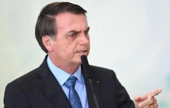 记者追问第一夫人账户钱款来源 巴西总统:想对你脸上来一拳