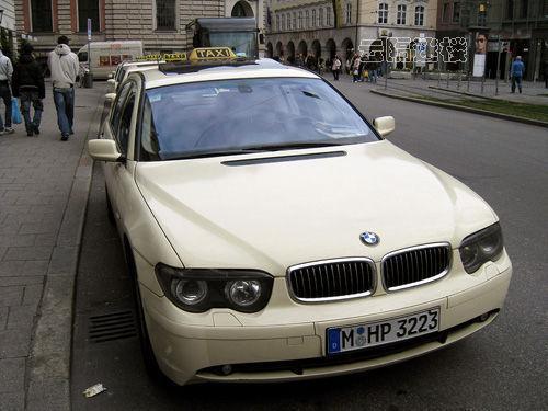 迪拜的疯狂奢华计程车高清图片
