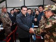 Вице-премьер Ли Кэцян проинспектировал пострадавшие от землетрясения районы и созвал совещание по их восстановлению