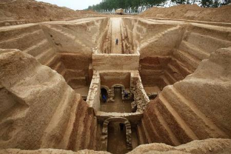 Photo taken on May 12, 2010 shows the excavation site of the tomb of Cao Xiu, a noted general from the Three Kingdoms period (220-280 A.D.) in Mangshan of Luoyang City, central China's Henan Province. Archeologists of Henan provincial cultural heritage bureau confirmed that they have founded the tomb of Cao Xiu during the tomb excavation in Mengjin County of Luoyang City at a press conference on Monday. (Xinhua/Zhang Xiaoli)