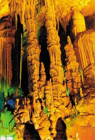 Fangshan Global Geopark is located in the southwest suburb of Fangshan District of Beijing, which is40 km away from downtown Beijing.