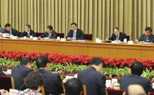 Chinese Vice Premier Li Keqiang(4th L back) addresses a meeting concerning reform on health care system in Beijing, capital of China, May 21, 2010. (Xinhua/Li Xueren)