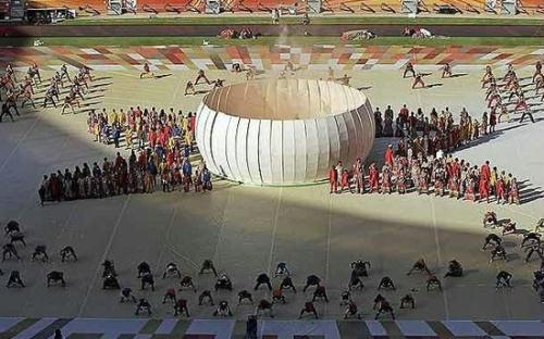 Performers line up during a dress rehearsal of the opening ceremony for the soccer World Cup in Johannesburg, South Africa, Thursday, June 10, 2010. The World Cup will open tonight. (Source: Xinhuanet)