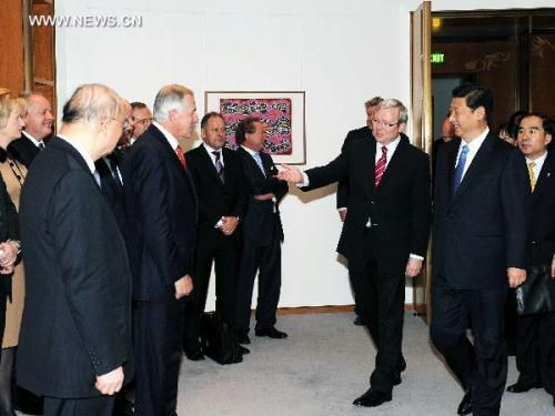 Chinese Vice President Xi Jinping (R Front) and Australian Prime Minister Kevin Rudd (R2 Front) meet with Chinese and Australian entrepreneurs in Canberra, capital of Australia, June 21, 2010.(Xinhua/Rao Aimin)