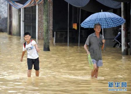 """[视频]广东惠来降雨量超900毫米 500年一遇""""+pinda"""