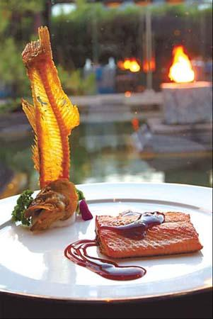 Flaky trout fillet served at Bai Yun, the Banyan Tree Lijiang, features fresh Lijiang trout. (Photo: Chinadaily.com.cn)