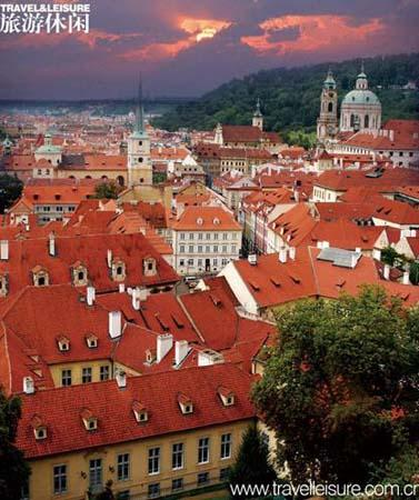 Must-visit spots: the Old Town Square, the Charles Bridge(Photo: travelleisure.com.cn)