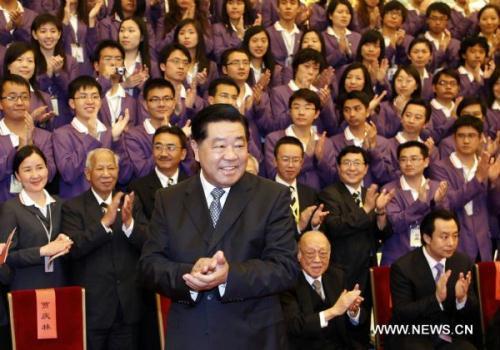 JiaQinglin,chairmanoftheNationalCommitteeoftheChinesePeople'sPoliticalConsultativeConference,meetswithmembersoftheChinaSynergyProgramforOutstandingYouthandtheManagementLeadershipTrainingProgramfortheNewCenturyinBeijing,capitalofChina,July19,2010.(Xinhua/LiuJiansheng)