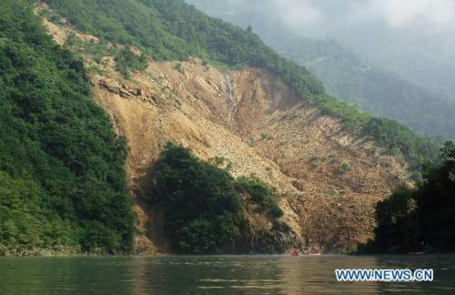Photo taken on July 20, 2010 shows the site of landslide at Miaoba Town of Chengkou County in southwest China's Chongqing Municipality. Some 10,000 residents threatened by the barrier lake, which was caused by the landslide early Monday, had been transferred to safe places. (Xinhua/Chen Cheng)