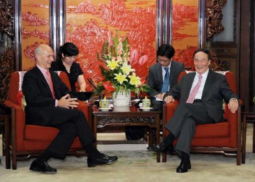 ChineseVicePremierWangQishan(1stR)meetswithWorldTradeOrganization(WTO)Director-GeneralPascalLamy(1stL)inBeijing,capitalofChina,July21,2010.(Xinhua/LiTao)