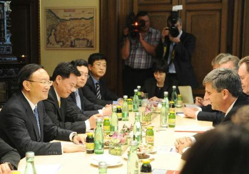 Chinese Foreign Minister Yang Jiechi holds talks with his Austrian counterpart Michael Spindelegger in Vienna, capital of Austria, on July 25, 2010. (Xinhua/Xu Liang)