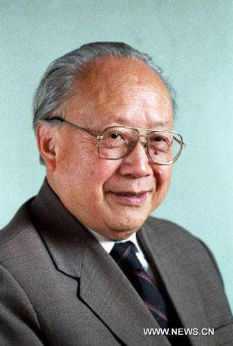 File photo taken in March 1988 shows renowned Chinese scientist Qian Weichang who died in Shanghai in the morning on July 30, 2010. Qian, president of Shanghai University of China, was born in 1912. He is a well-known scientist in applied mathematics, mechanics and physics. (Xinhua)