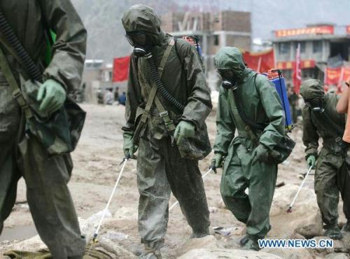 Soldiers spray disinfectant in landslides-hit Zhouqu County, Gannan Tibetan Autonomous Prefecture in northwest China's Gansu Province, Aug. 11, 2010.(Xinhua/Wang He)