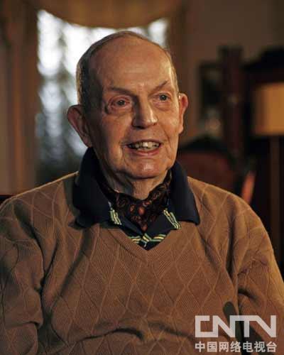 现年97岁,美国著名法学家,《西方现代社会的经济变迁》合著者