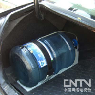 [我爱发明]汽车多功能饮水装置