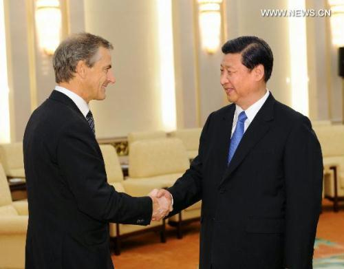 Chinese Vice President Xi Jinping (R) meets with Norway's Foreign Minister Jonas Gahr Stoere in Beijing, capital of China, Aug. 30, 2010. (Xinhua/Li Tao)