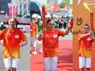Три брата семьи Хо участвовали в передаче факела Азиатских игр в Гуанчжоу