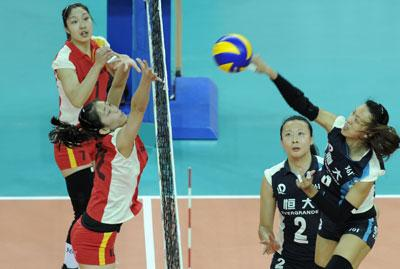 [高清组图]天津女排控诉比赛不公 主教练冲击裁判高清图片