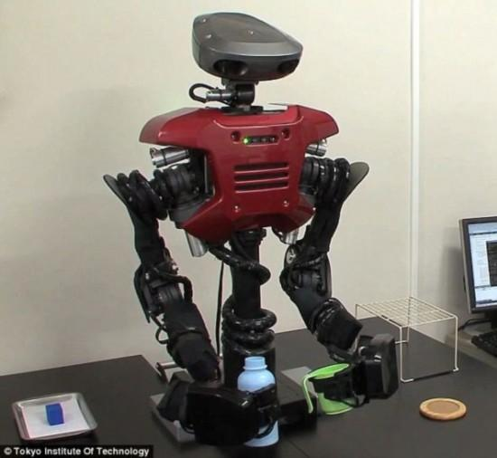 日本研究人员研制出一款拥有学习能力的机器人,可以学习并掌握编程时并不具备的功能