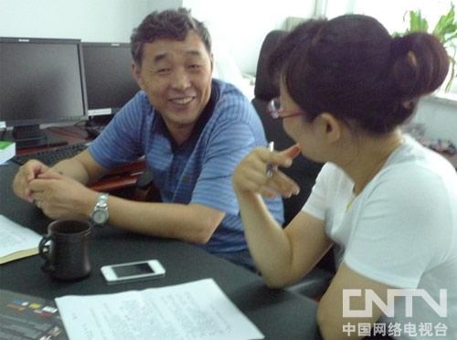 李俊峰亲切接受记者采访