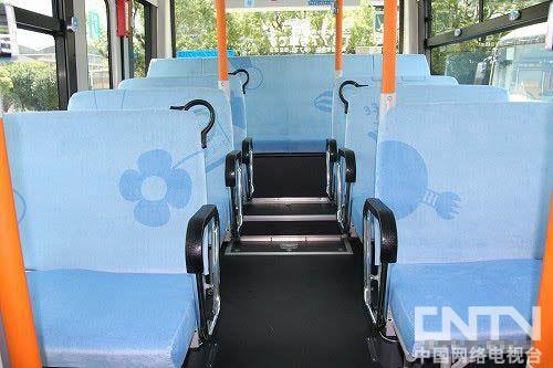 机器猫公车