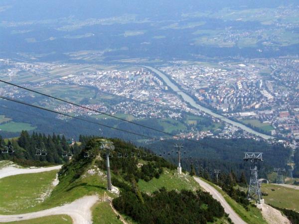 bruck)是奥地利西南部城市,建立于1239年,这座美丽的小城坐落在