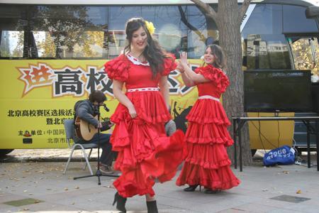 西班牙女留学生上演激情舞蹈
