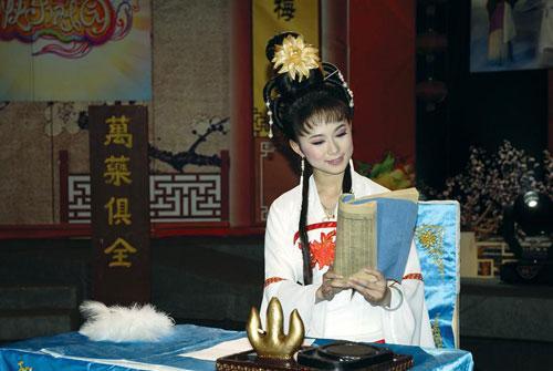 何凤娇演唱《戏牡丹》选段