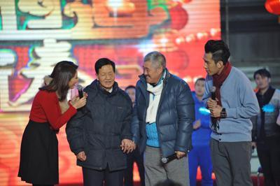 赵本山携二叔登台