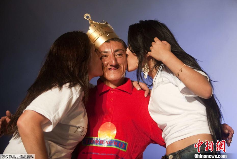 哥伦比亚举行丑男大赛 冠军可获奖金和美女的