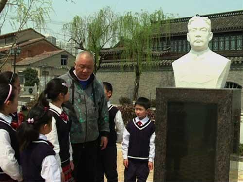 佟启新老师在周信芳故居为同学讲解麒派知识