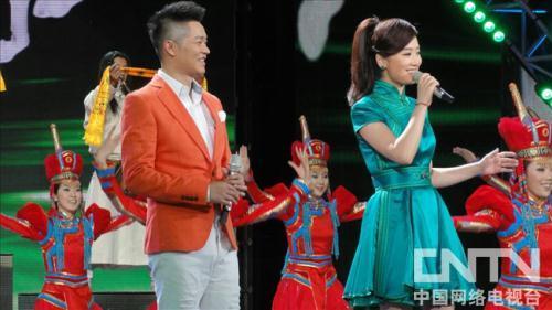 歌舞、器乐表演《策马奔腾》演唱:凤凰传奇