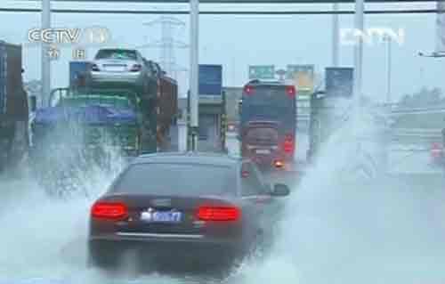 天津发布暴雨橙色预警 市区道路出现多处积水