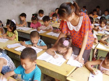 刘美娟老师正在给学生上课