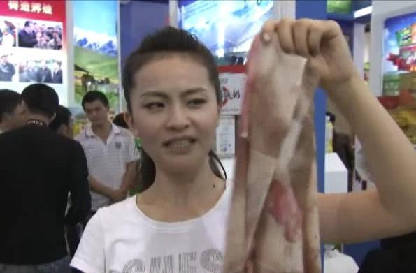 《科技苑》推出农交会探奇:柴达木山羊绒围巾