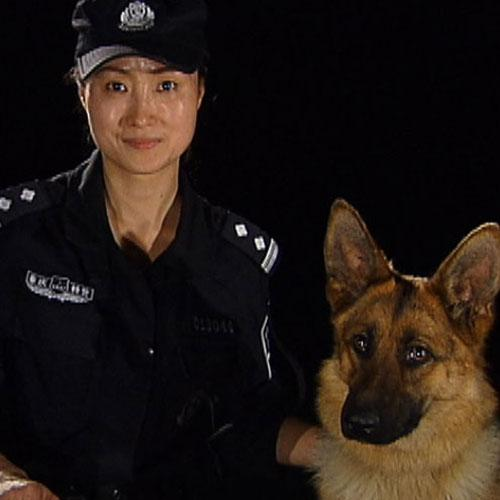 潘蕴佳和治安犬卡拉
