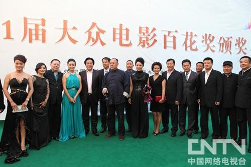 王霙(左五)作为中国电影协会特型演员俱乐部主席盛装亮相