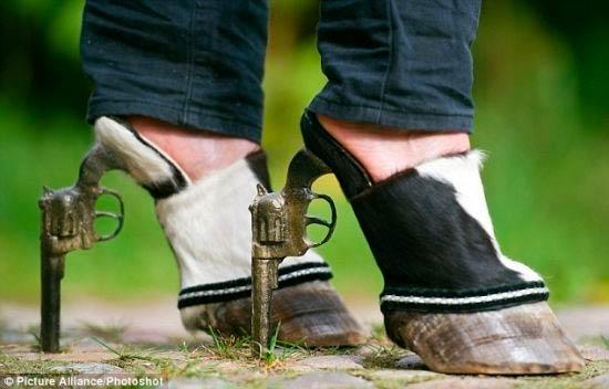 用动物标本制作的惊悚高跟鞋