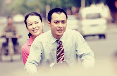 《岁月无声》剧照:红霞绽放灿烂笑容