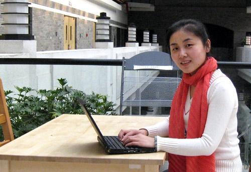 她就受聘成为清华大学最年轻的教授和博士