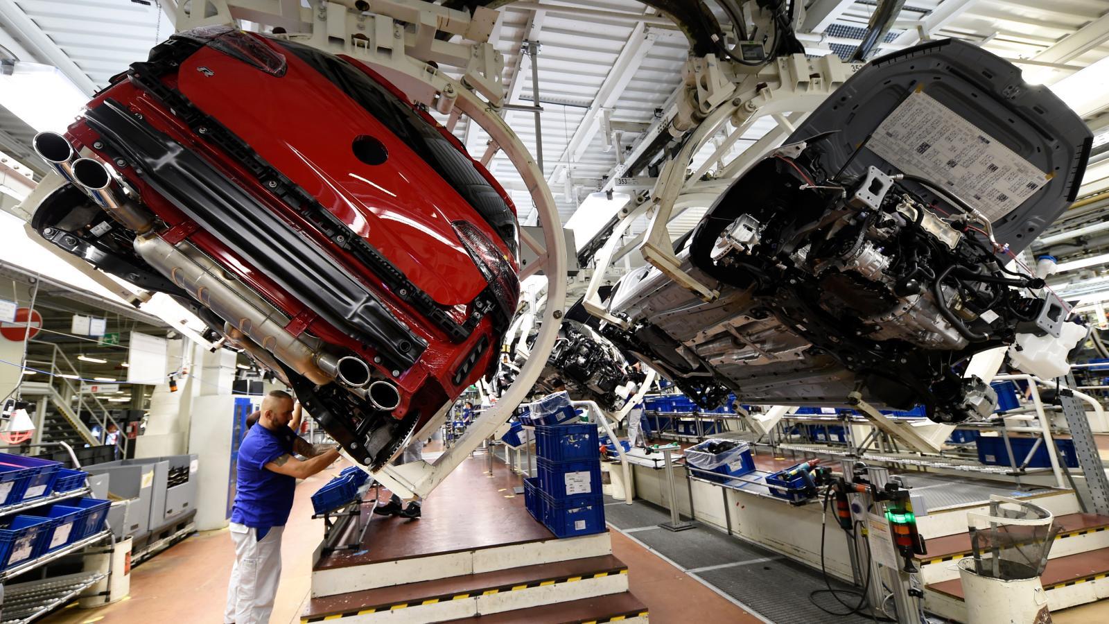 """今年上半年,德国乘用车销量创下30年来的新低,预计下半年将""""略有回升"""""""