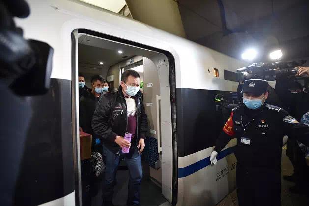 全国首列!杭州包高铁带近300名贵州籍复工乘客顺利返杭
