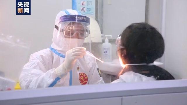广州机场鼻咽拭子采样:与旅客距离不到30厘米