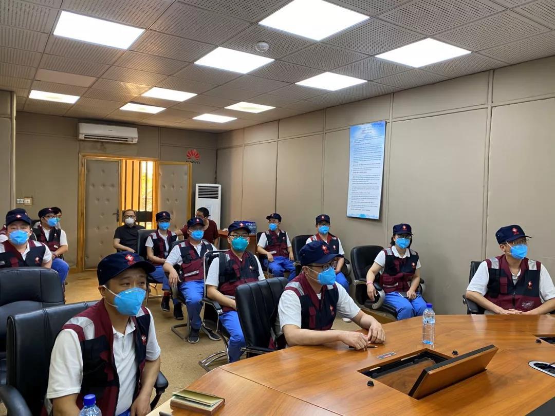 中国抗疫医疗专家组为我援西非14国医疗队开展在线疫情防控培训
