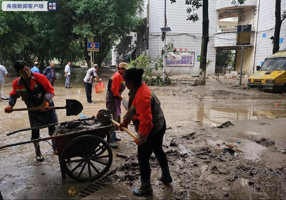 重庆綦江大水已退去 清淤排险任务连夜睁开