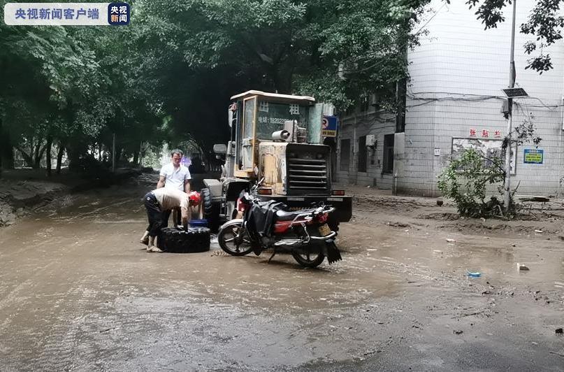 重庆綦江洪水已退去 清淤排险工作连夜展开
