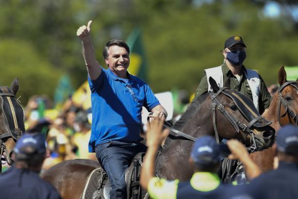 """巴西法院推翻针对总统的""""不戴口罩就罚款2000雷""""的法令"""