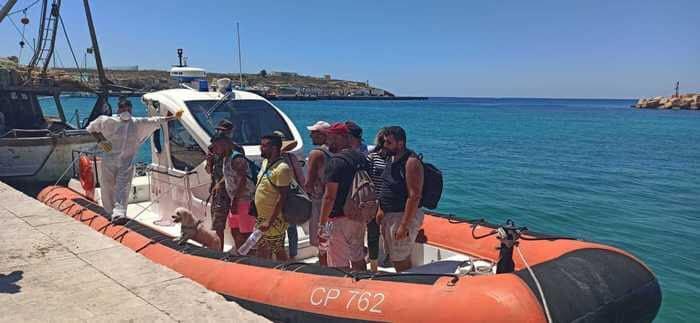 近百名非法移民出逃!意大利内政部长:将向西西里大区增派军队